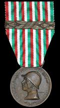 Italy:  War Commemorative Medal 1915-1918. Type I. With dated clasp '1917'. With makers marks for 'S. Johnson Milano'