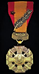 Republic of South Vietnam: Gallantry Cross (Anh-Dung Boi-Tinh / Croix de la Vallance). With bronze 'Star' & 'Palm' emblems on riband